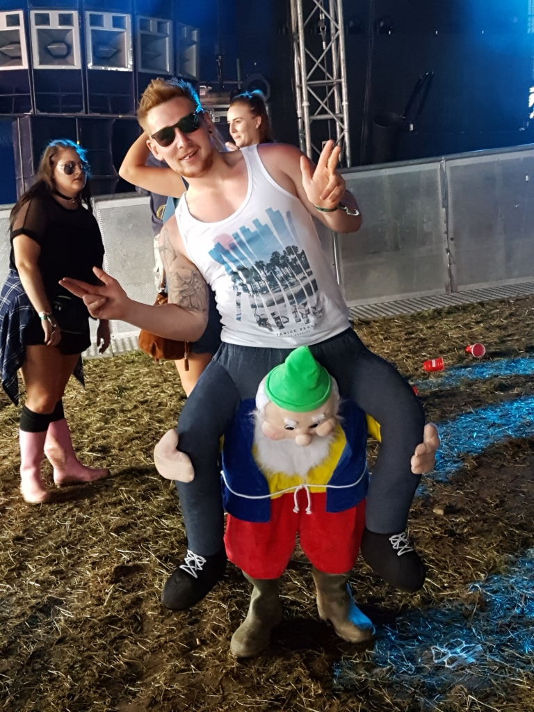 Creamfields participant wearing his Carry Me Gnome (photo by Danceclubgirl)