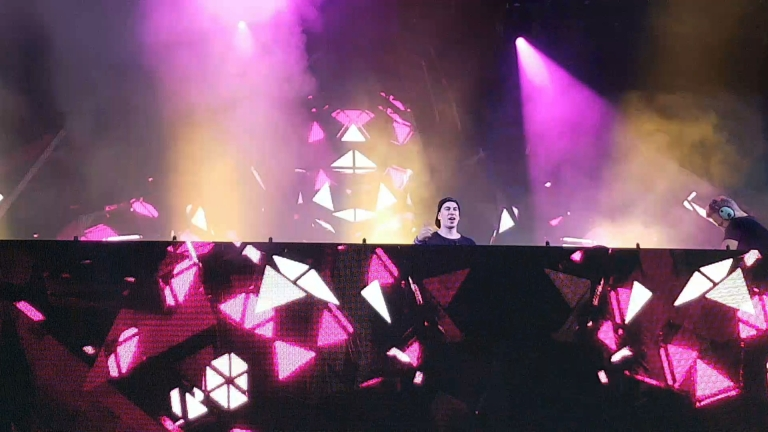 "Hardwell during ""Don't Stop the Madness"" at Creamfields 2016 (photo by Danceclubgirl)"